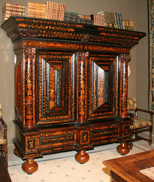 Restauration d'une armoire hollandaise