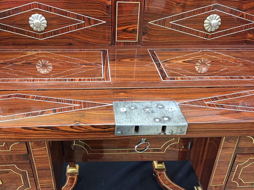 Bureau Mazarin et détail de la marqueterie