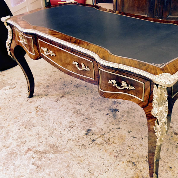 Restauration d'un bureau plat Louis XV