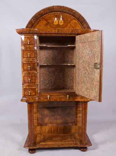 Restauration d'un meuble cabinet ancien marqueté