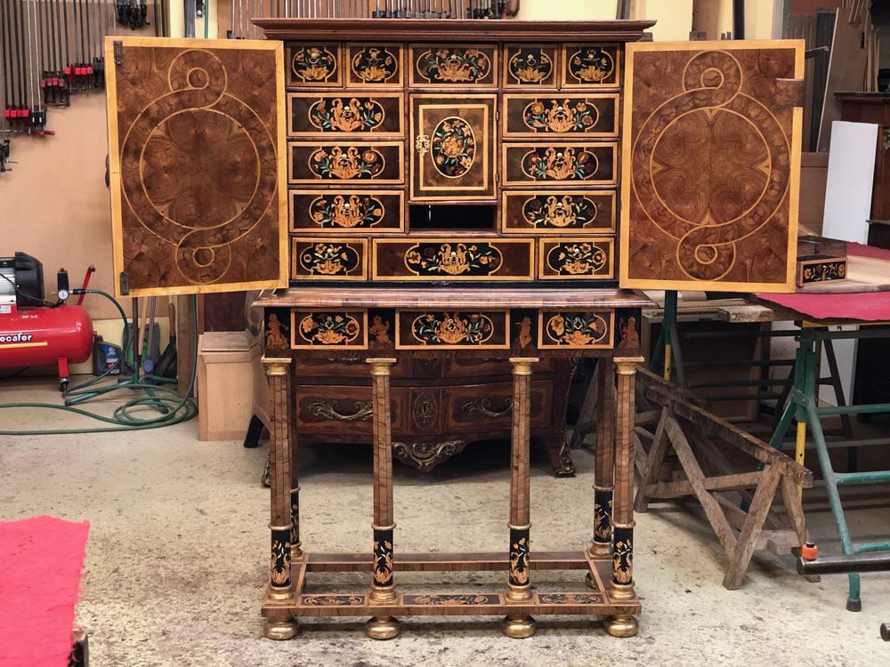 Meuble cabinet avec tiroirs et marqueterie