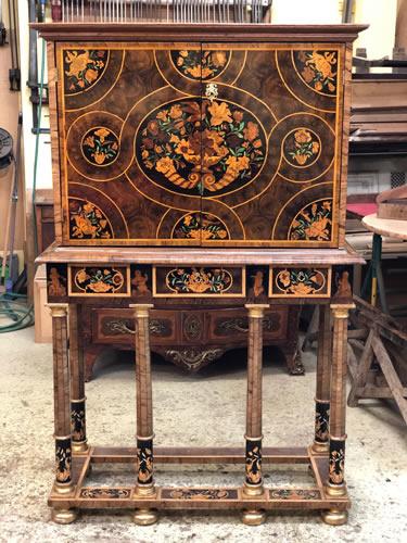 Restauration d'un meuble cabinet ancien en marqueterie