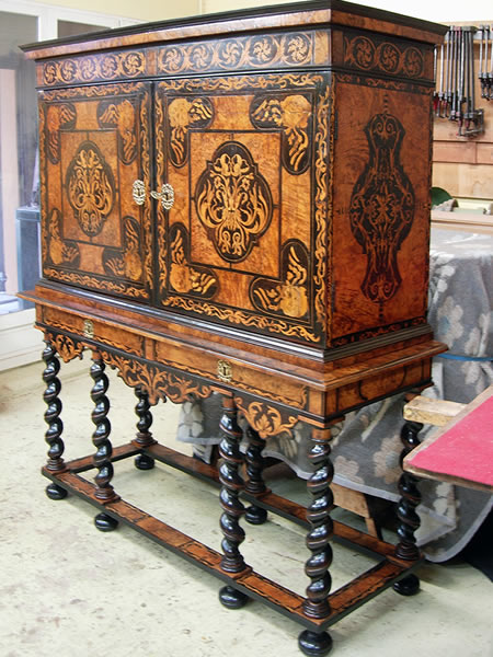 Restauration d'un meuble cabinet du 17ème siècle