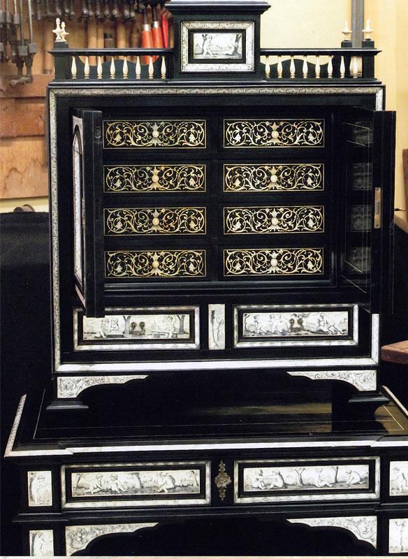Cabinet en ivoire et ébène