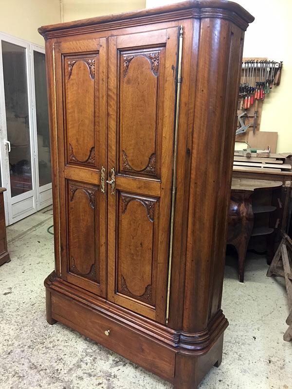 Armoire ancienne restaurée par un ébéniste