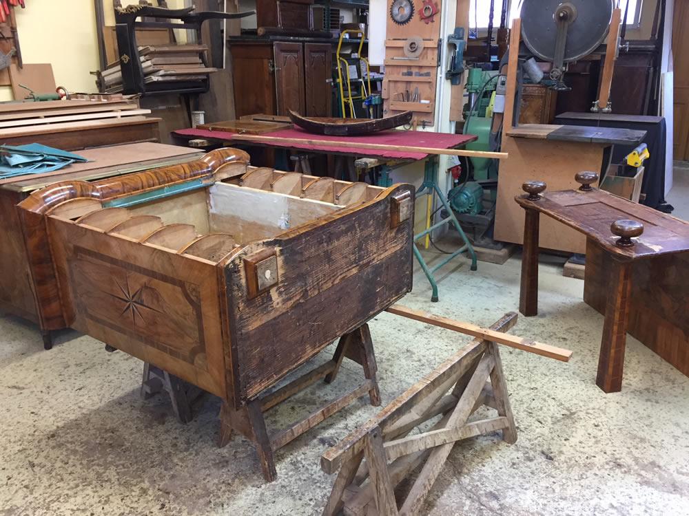 Démontage d'un meuble cabinet ancien
