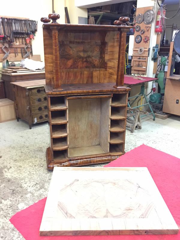 Restauration d'un meuble cabinet - Démontage et ponçage