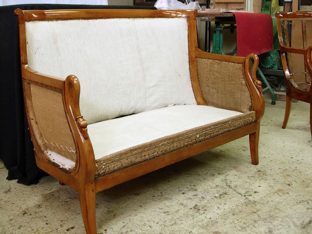 Canapé d'époque XIXe avec accoudoirs col de cygne