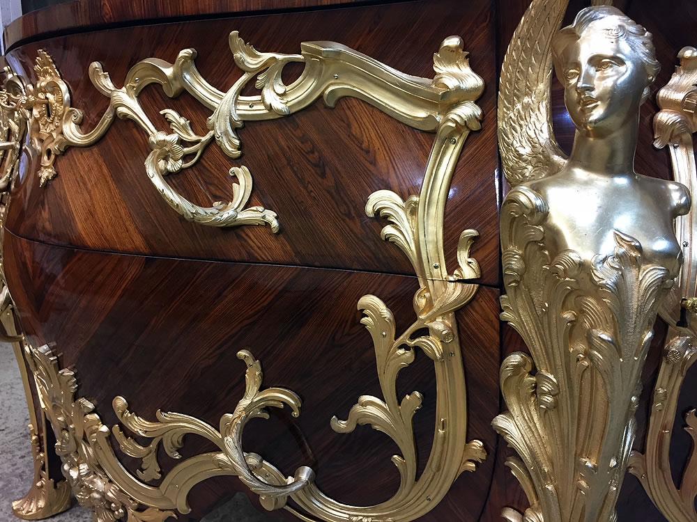 Commode Linke et détail des bronzes sculptés dorés