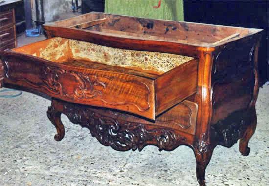 Restauration d'une commode provençale dans le style d'Arles et Fourques