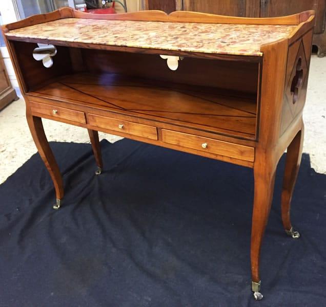 Restauration d'un meuble console attribué à Hache
