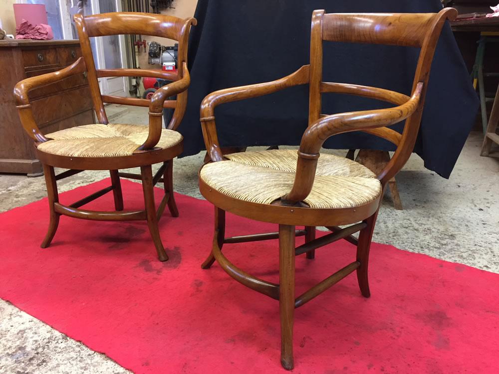 Paire de fauteuils Directoire après patine ciré rempli