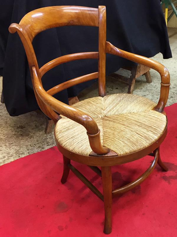 Restauration de fauteuils en merisier massif