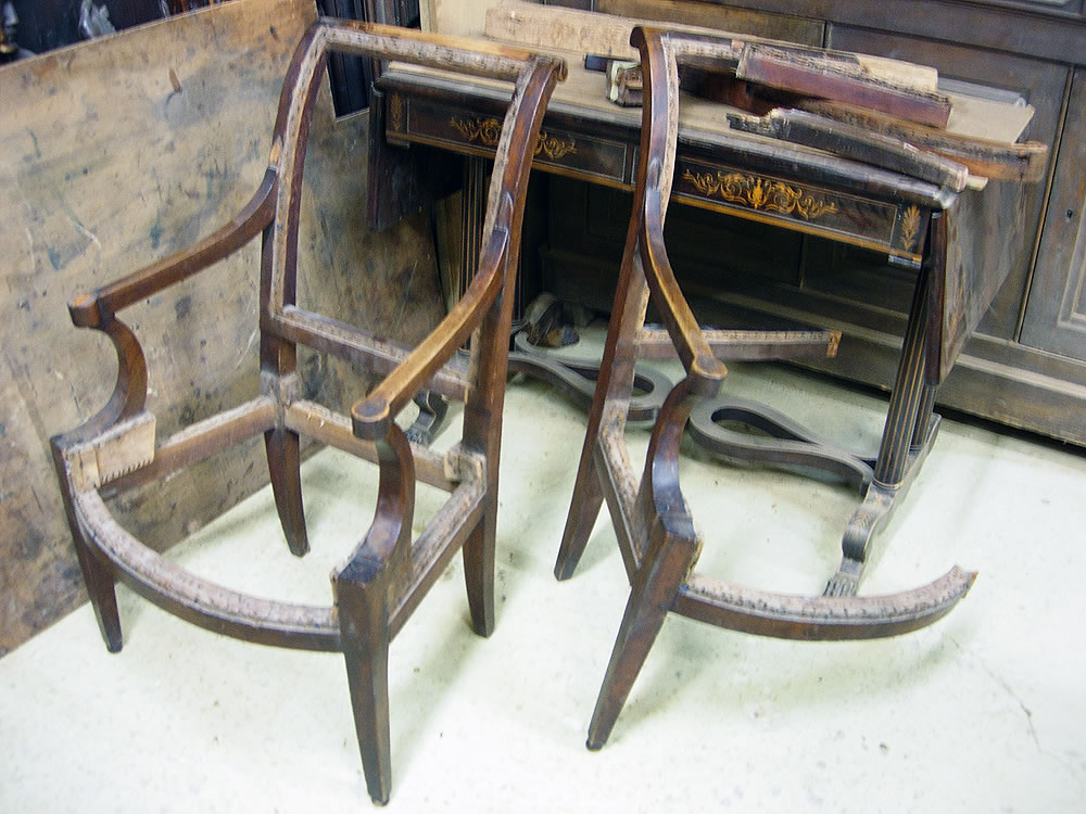 Fauteuils anciens avant restauration