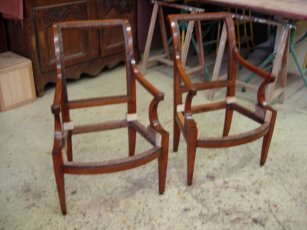 Fauteuils anciens après restauration et finitions