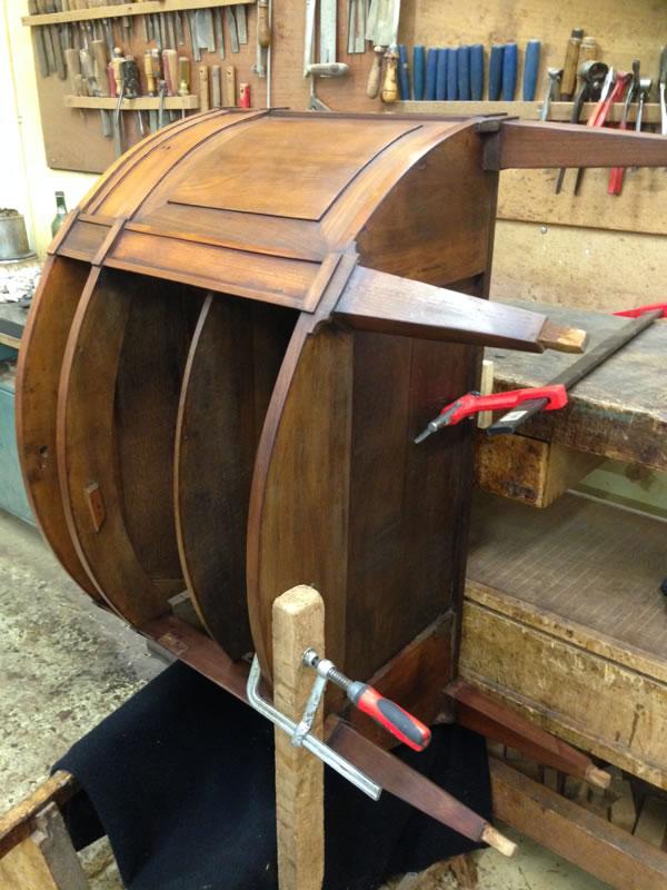 Réparation d'un meuble console ancien