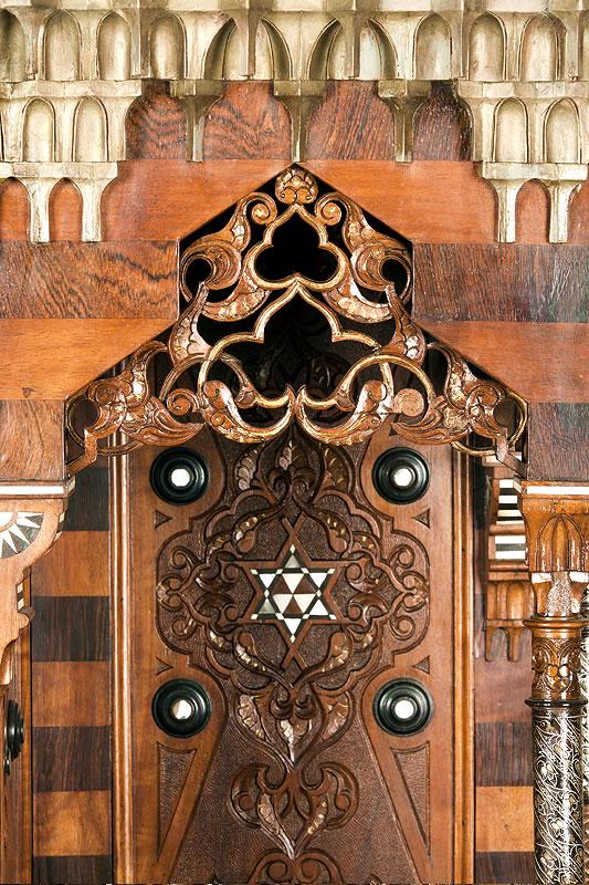 Meuble ottoman et sculpture du bois