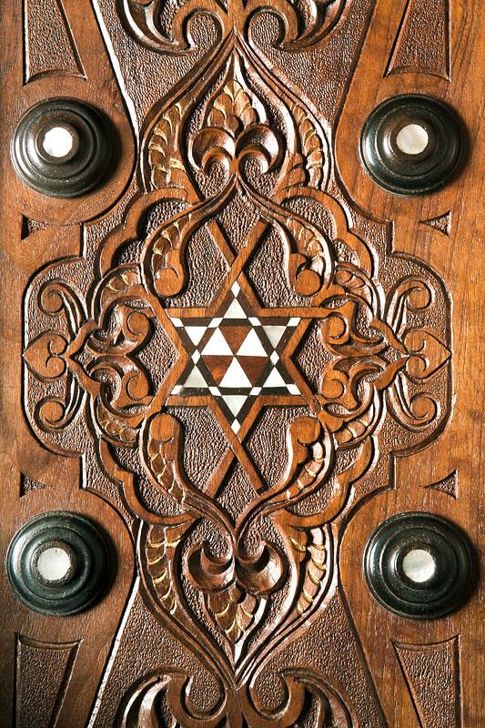 Finesse de la marqueterie d'un meuble ottoman