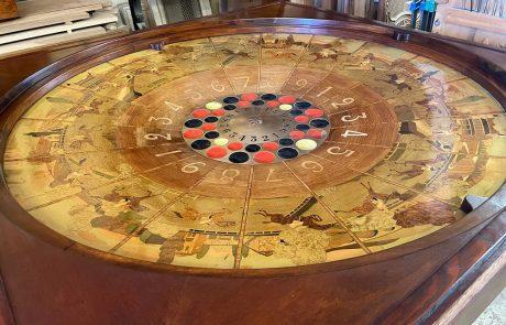 Restauration d'une roulette de jeux en marqueterie