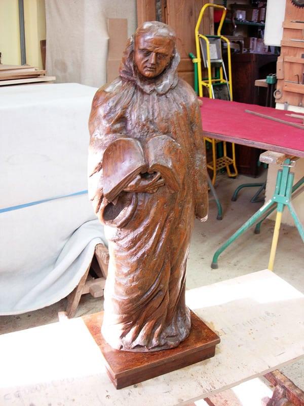 Statue en bois restaurée