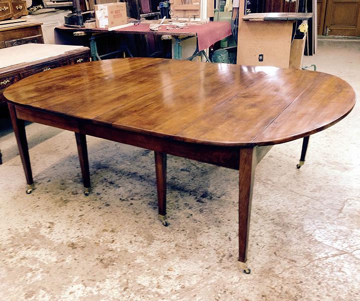 Restauration d'une table ancienne 8 pieds