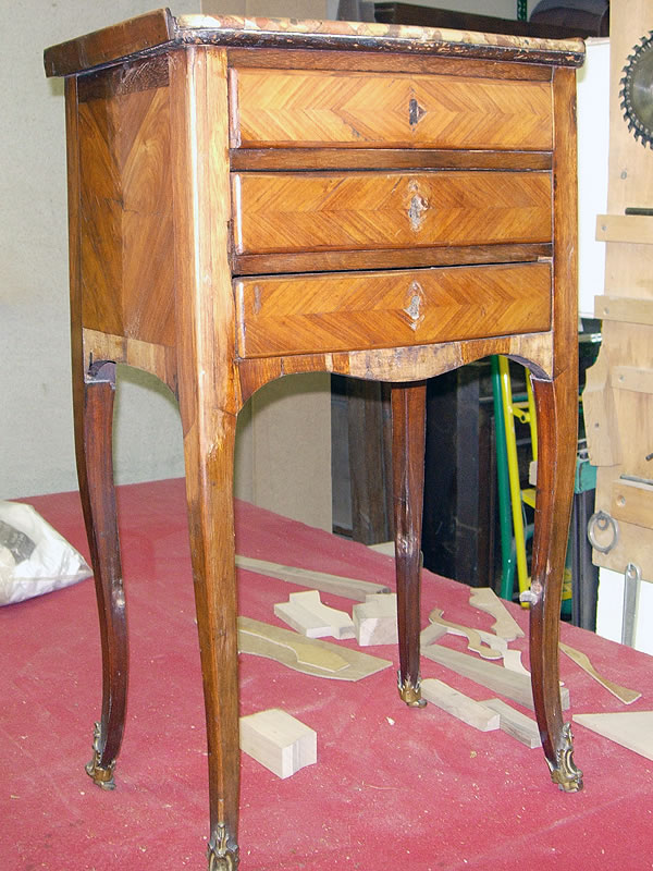Table chiffonnière avant restauration