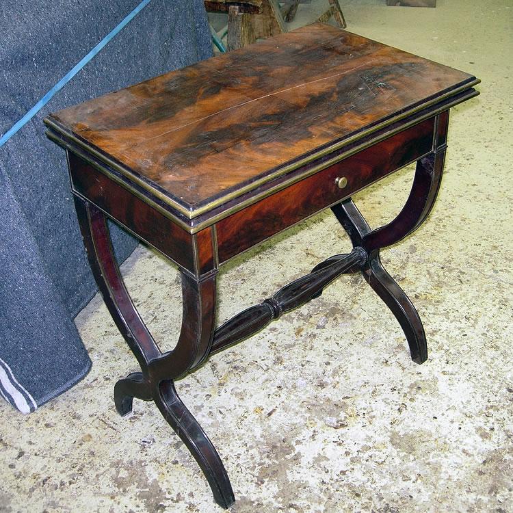 Petite table à jeu avant restauration