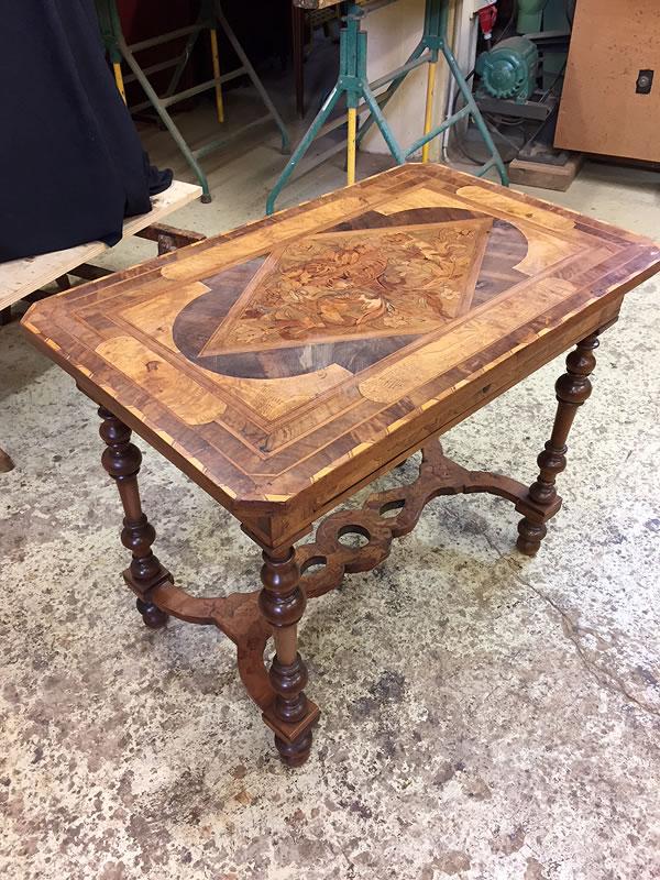 Table 17ème avant restauration