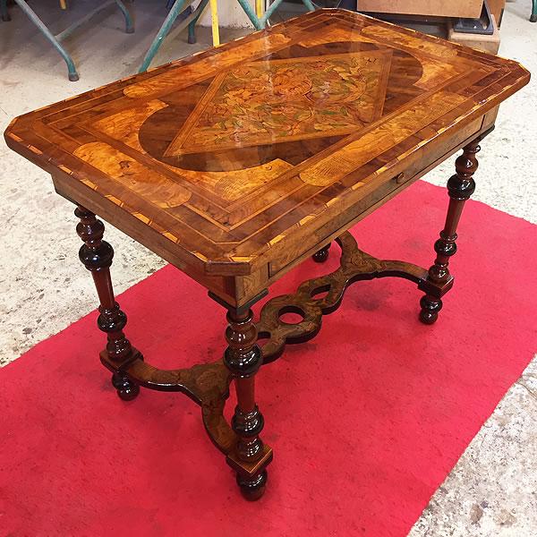 Restauration d'une table du 17ème siècle
