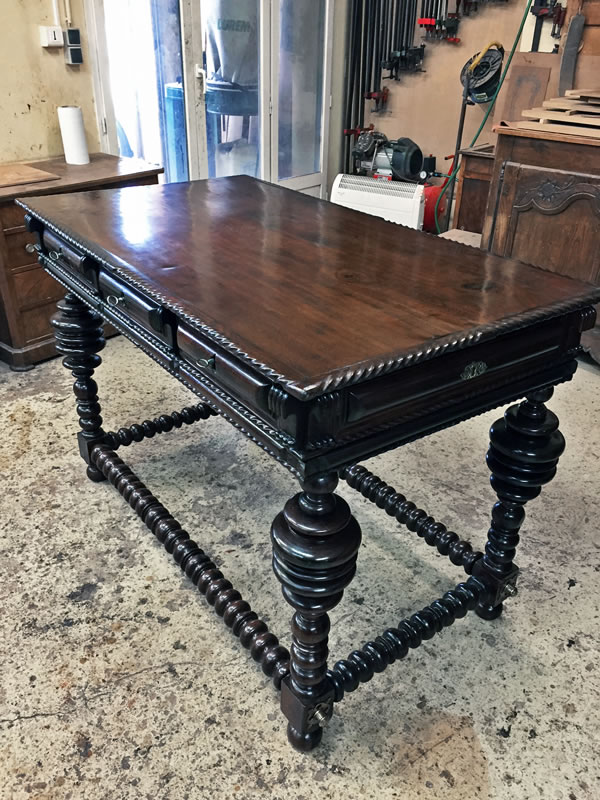 Restauration d'une table portugaise
