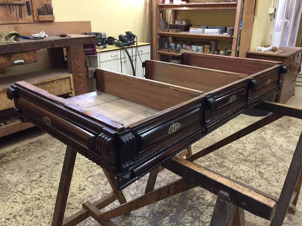 Démontage d'un meuble de port pour restauration