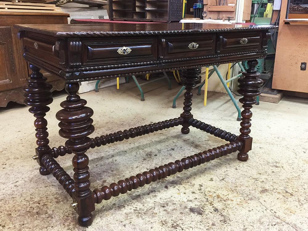 Table portugaise ancienne en palissandre restaurée
