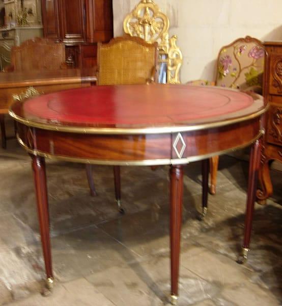 Restauration d'une table ronde ancienne