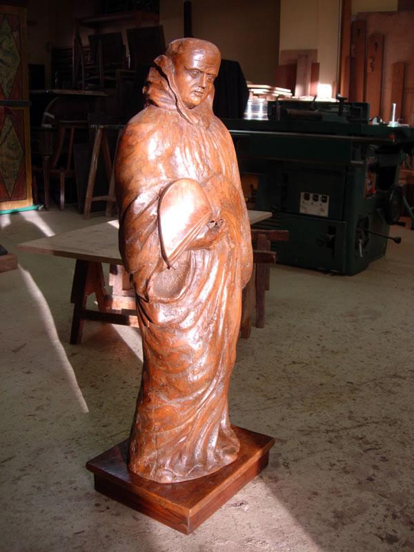 Restauration de statues anciennes en bois massif