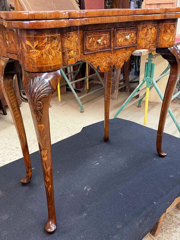 Restauration d'une table à jeux 18ème