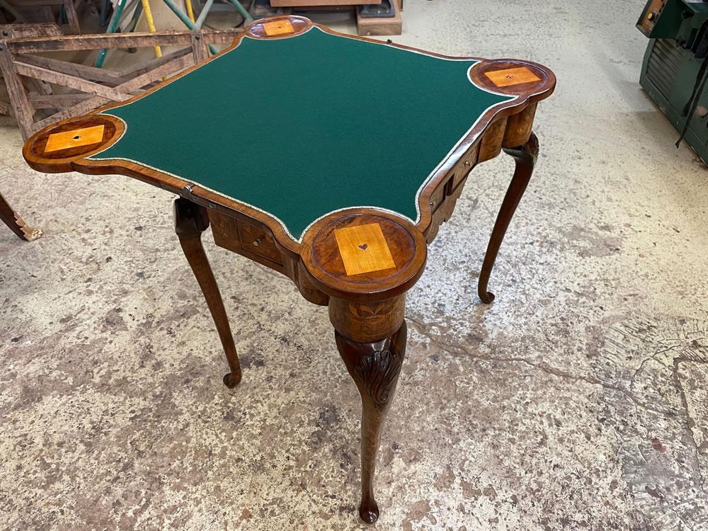 Remplacement de la feutrine sur une table à jeux