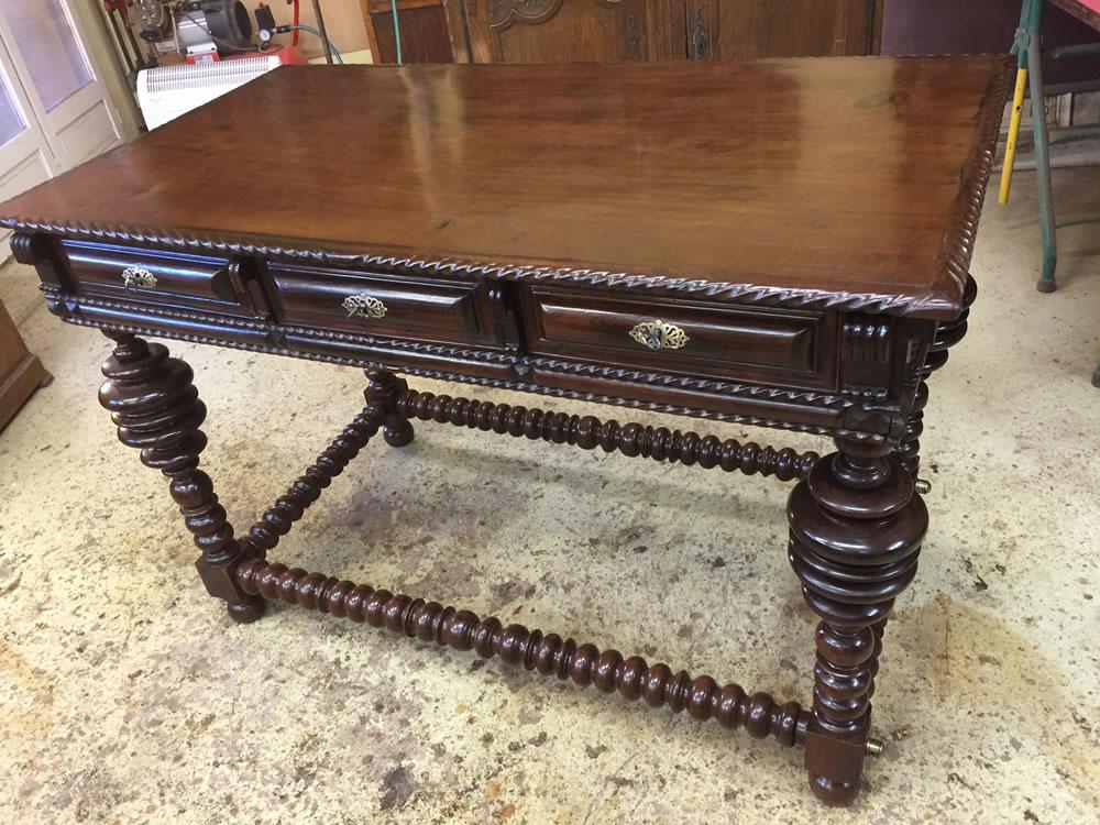Restauration de tables anciennes en bois massif